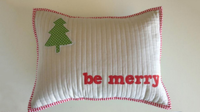 Merry_Little_Pillow_p.jpg