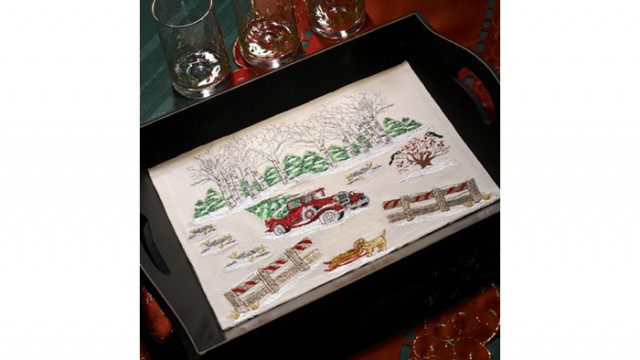 Christmas_Scene_Embroidered_Tray.jpg