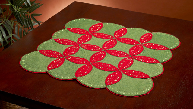 Sashiko_Holiday_Table_Topper.jpg