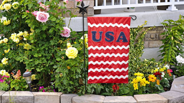 EmbroideryWorks-USA-Garden-flag.jpg