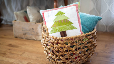 Quilted_Christmas_Tree_Pillow.jpg
