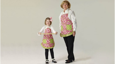 Mommy_and_Me_Embroidered_Aprons_p.jpg